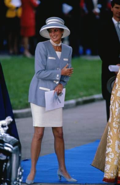 La princesse de Galles démocratise les ensembles colorés associés à des chapeaux oversize