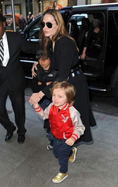Knox, avec sa mère, à New York, en avril 2013. Frappante ressemblance !