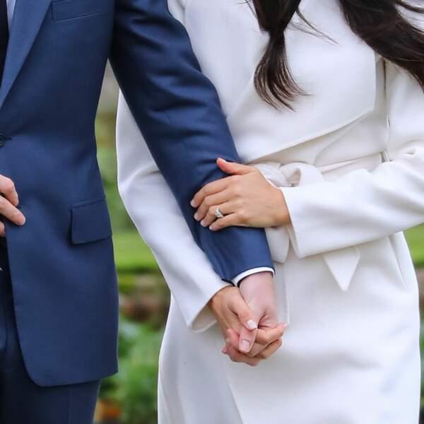 Le prince Harry a offert une bague sertie de diamants issus d'une broche qui appartenait à sa mère Lady Di