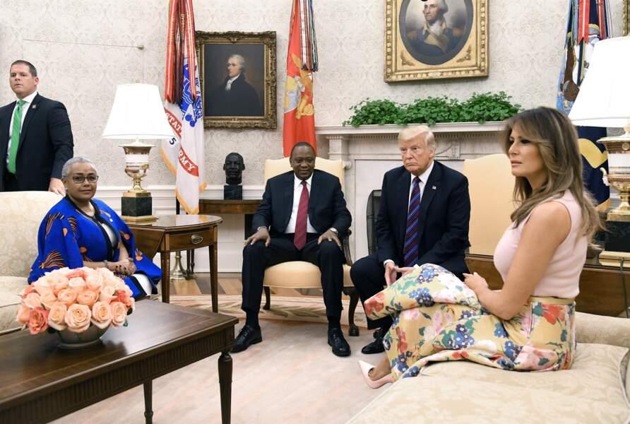 Melania Trump en top rose pale très très moulant