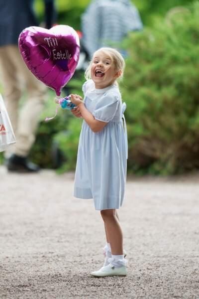 Trop chou, l'espiègle petite Estelle de Suède, lors de l'anniversaire de sa maman  la princesse héritière Victoria