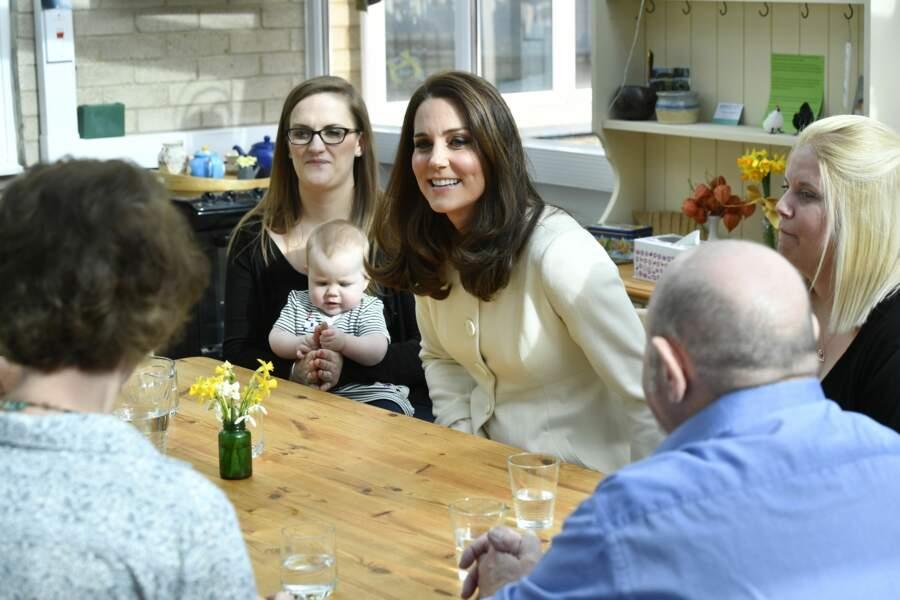 Kate Middleton porte un manteau crème signé JoJo Maman Bébé déjà porté pour Charlotte