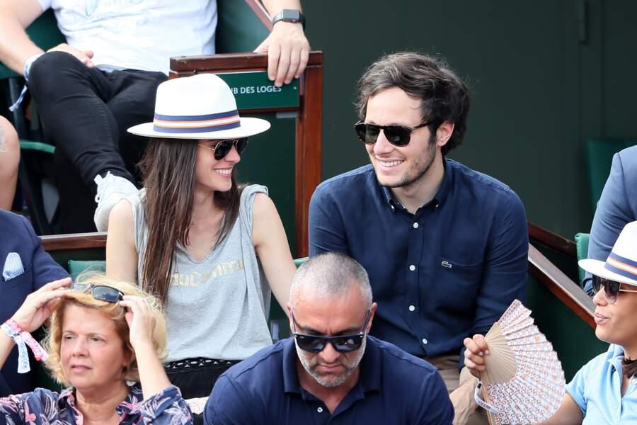 Le chanteur Vianney et sa compagne Catherine Robert amoureux en tribunes
