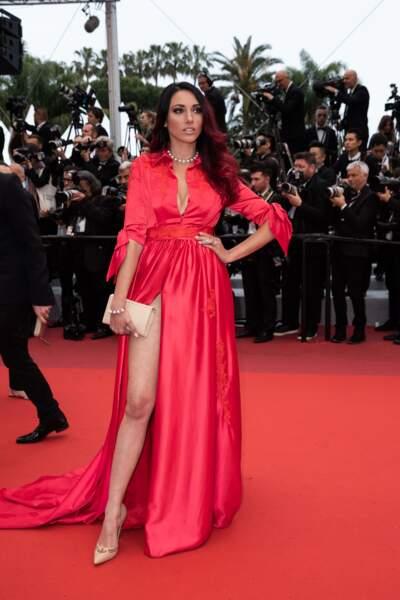 Delphine Wespiser a montré ses magnifiques jambes dans une robe fendue au Festival de Cannes, le 18 mai 2019