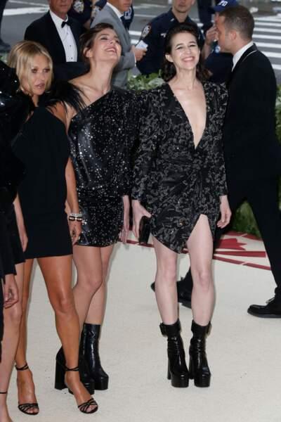 Charlotte Casiraghi et Charlotte Gainsbourg, les françaises chic en chignon ou coiffure wet