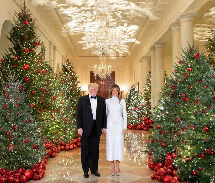 Donald et Melania Trump, en robe à sequins Celine, posent à la Maison Blanche le 15 décembre 2018