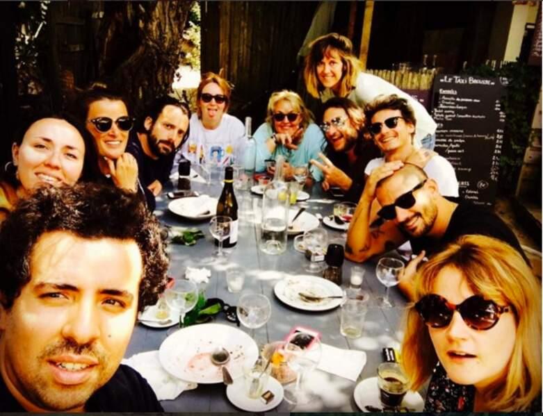 Valérie Damidot en plein repas avec ses amis