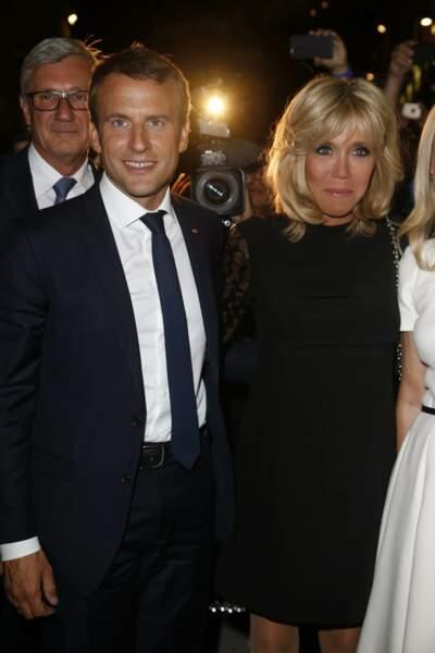 23 août 2017  :Brigitte Macron remet pour la seconde fois la robe noire aux manches transparentes en Autriche