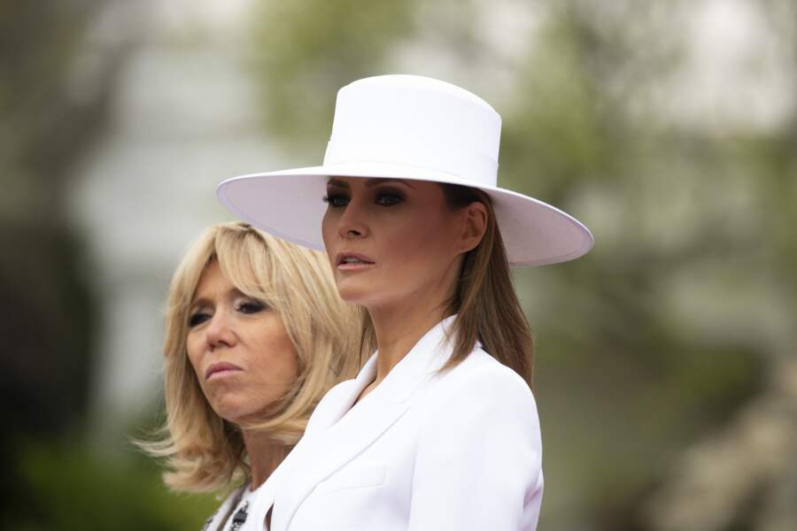 Melania en ensemble Michael Kors et chapeau à bords larges avec Brigitte Macron à Washington, le 24 avril 2018