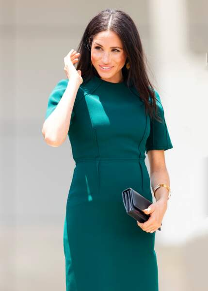 Meghan Markle dans une jolie robe verte moulante Jason Wu.