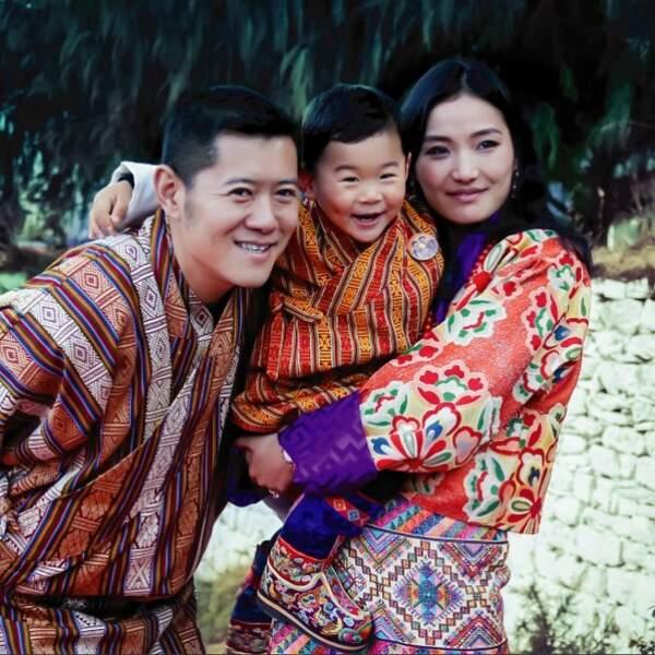 Le roi Jigme Khesar Namgyel Wangchuck du Bhoutan, la reine Jetsun Pema et leur fils lors de la fête nationale 2017