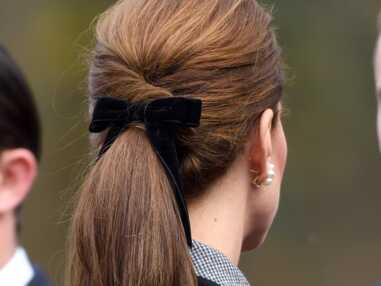 PHOTOS - Kate Middleton très élégante en manteau gris et queue-de-cheval