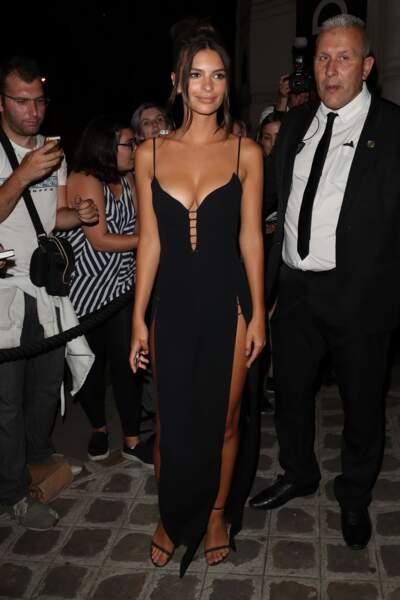 Emily Ratajkowski sort de la Vogue Party