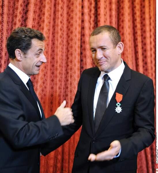 En 2009, Dany Boon reçoit la légion d'honneur des mains de Nicolas Sarkozy