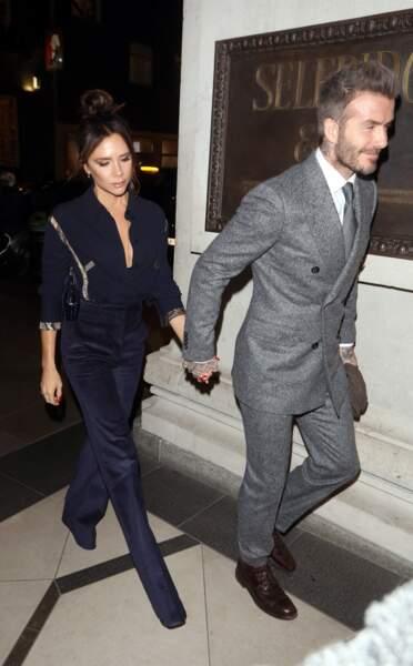 En petites touches, l'imprimé animalier se porte avec chic comme Victoria Beckham.