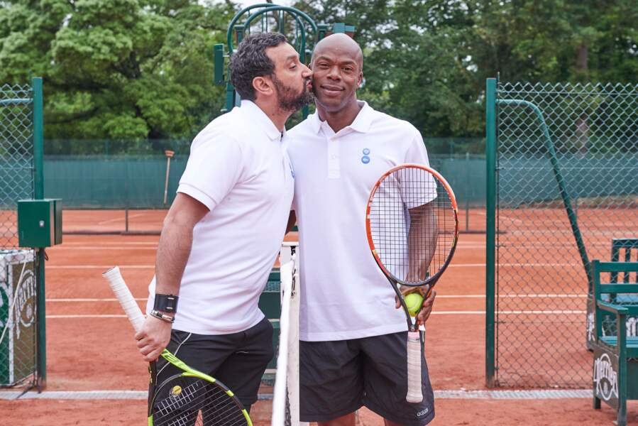 Cyril Hanouna et Sylvain Wiltord, le bisou avant la bataille