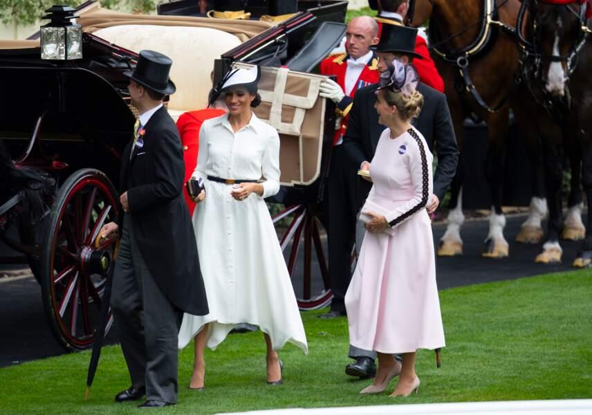 Meghan Markle en robe chemise Givenchy, le 19 juin 2018 lors du Royal Ascot