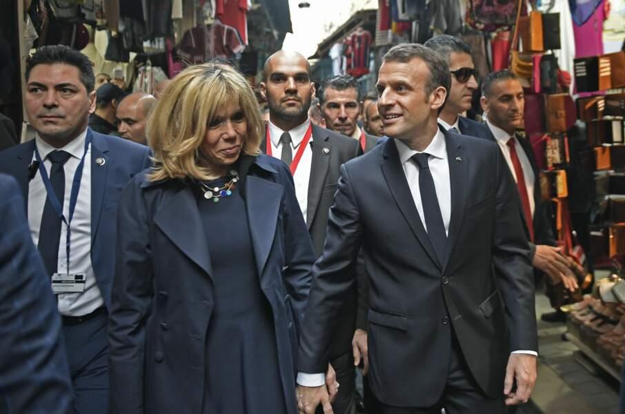 Emmanuel et Brigitte Macron, main dans la main