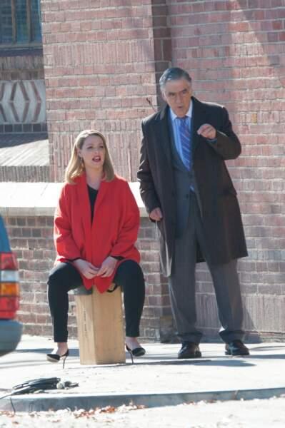 S'asseoir quelques minutes permet à l'actrice de reprendre des forces pour le tournage