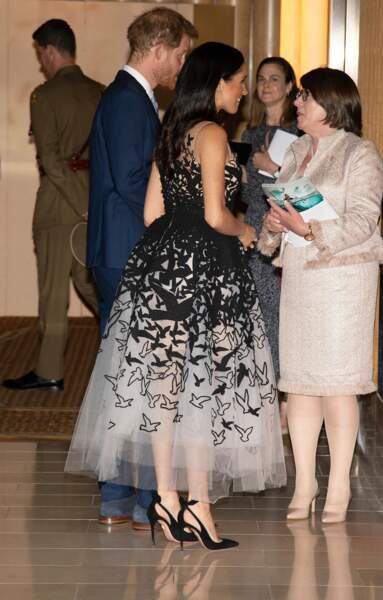 Meghan Markle enceinte opte pour une robe sublime et des talons hauts