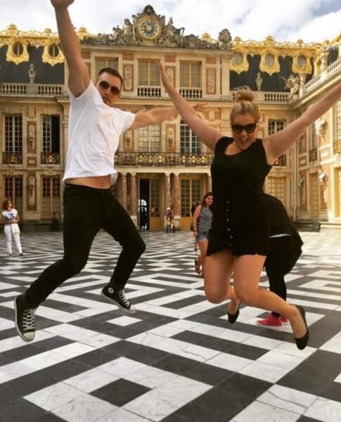 L'humoriste américaine Amy Schumer et son compagnon savent que le plus beau à Paris, c'est Versailles.