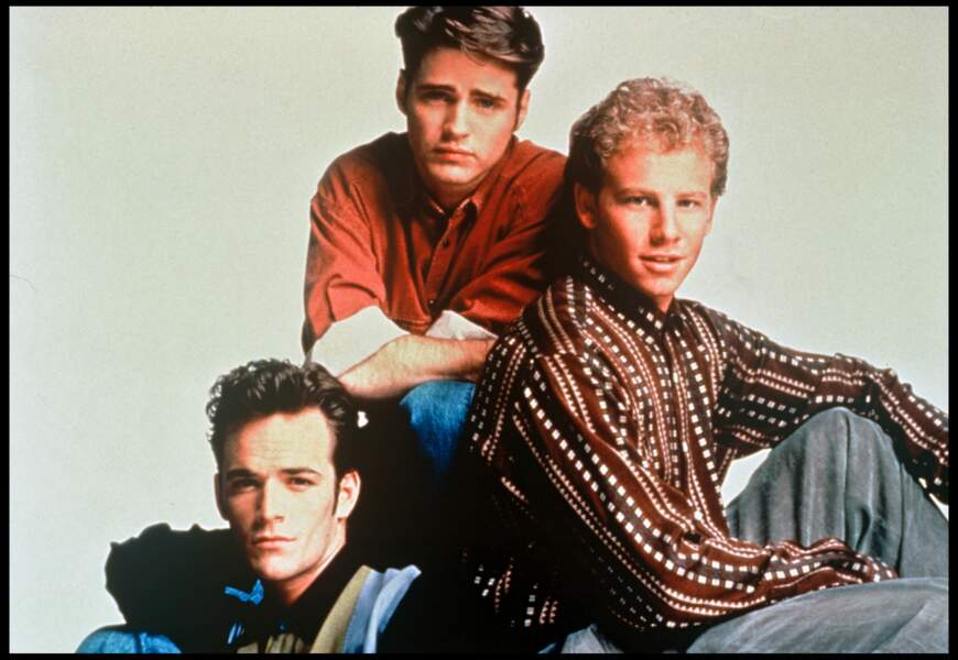 "Luke Perry, Jason Priestley et Ian Ziering dans la série ""Beverly Hills"" en 1993"
