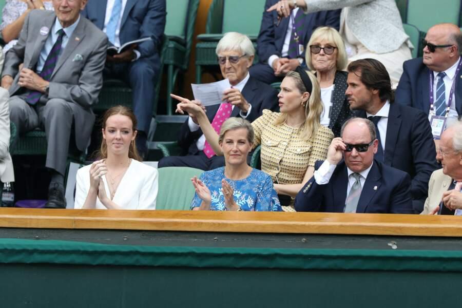 Installé dans la loge royale de Wimbledon ce 10 juillet, le prince Albert a assisté à la victoire de Roger Federer