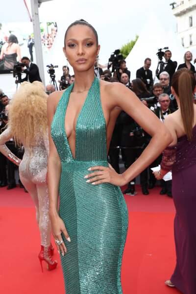 Lais Ribeiro dans une robe rebrodée de perles vertes d'Ali Karoui