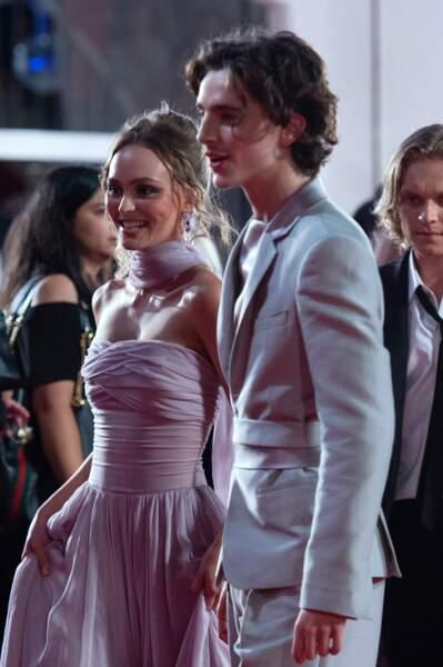 Lily Rose Depp et Timothée Chalamet, un duo complice et glamour sur le tapis rouge de la Mostra