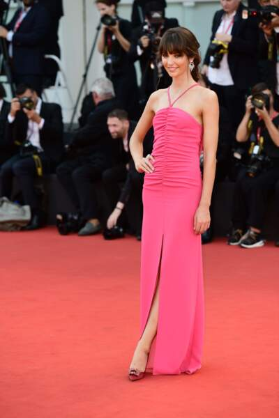 Annabelle Belmondo porte en exclusivité une robe rose Manila Grace collection Summer 2020