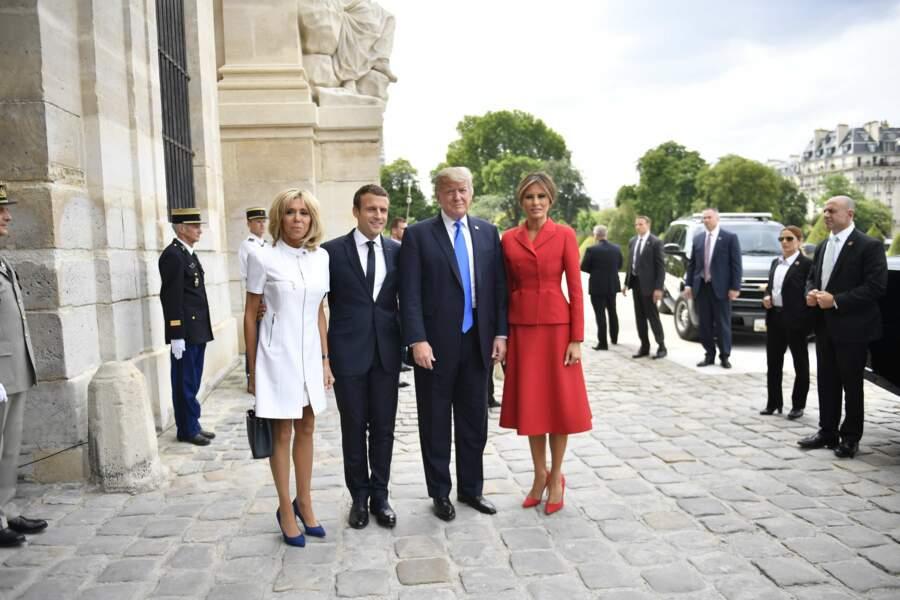 13 juillet 2017 : Brigitte Blanc en robe rocke, courte blanche et zippée avec le couple Trump