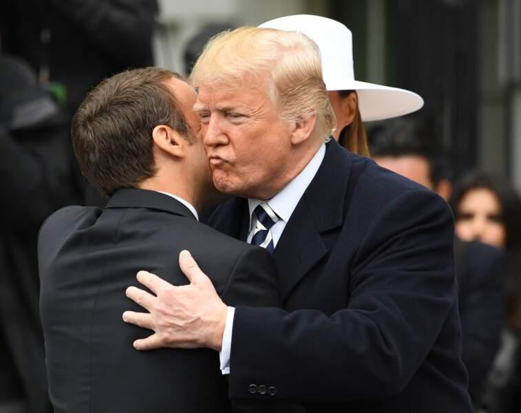 Donald Trump embrasse Emmanuel Macron