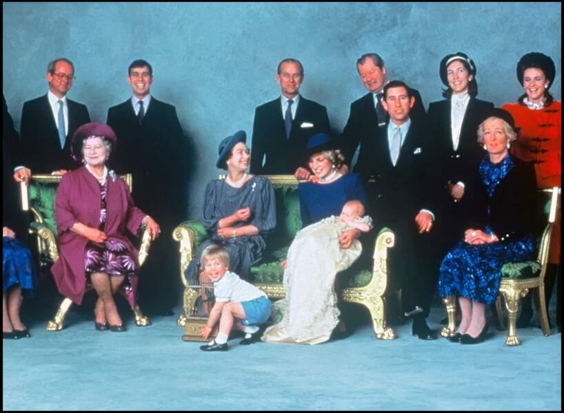 La famille royale d'Angleterre lors d'une séance photo à l'occasion du baptême du prince Harry, en 1984