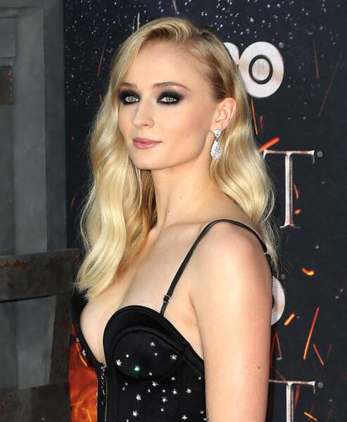 Un sublime smoky-eye pour Sophie turner alias Sansa Stark