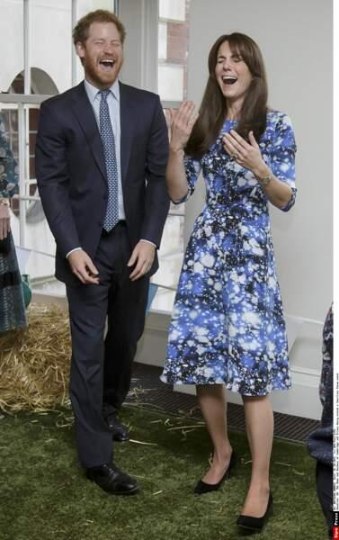 Lequel de Kate Middleton ou du prince Harry est à l'origine de ce fou-rire?