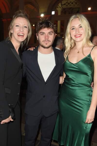 Elles ont aussi posé avec Zacharie Chasseriaud, l'amoureux de Chloé Jouannet
