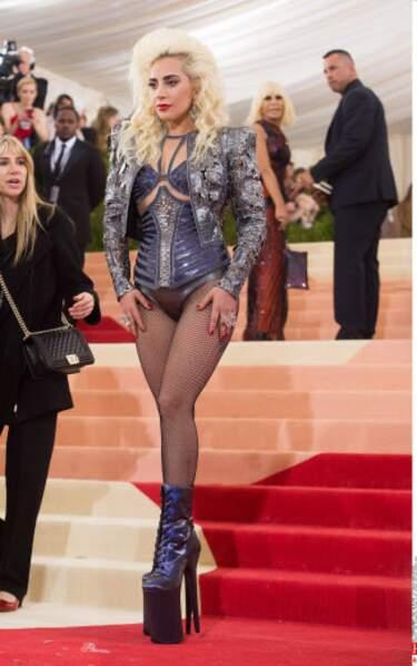 Depuis longtemps, Lady Gaga gagne du temps en s'habillant le matin.