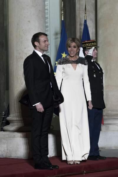 Emmanuel Macron et son épouse ont attendu les invités.