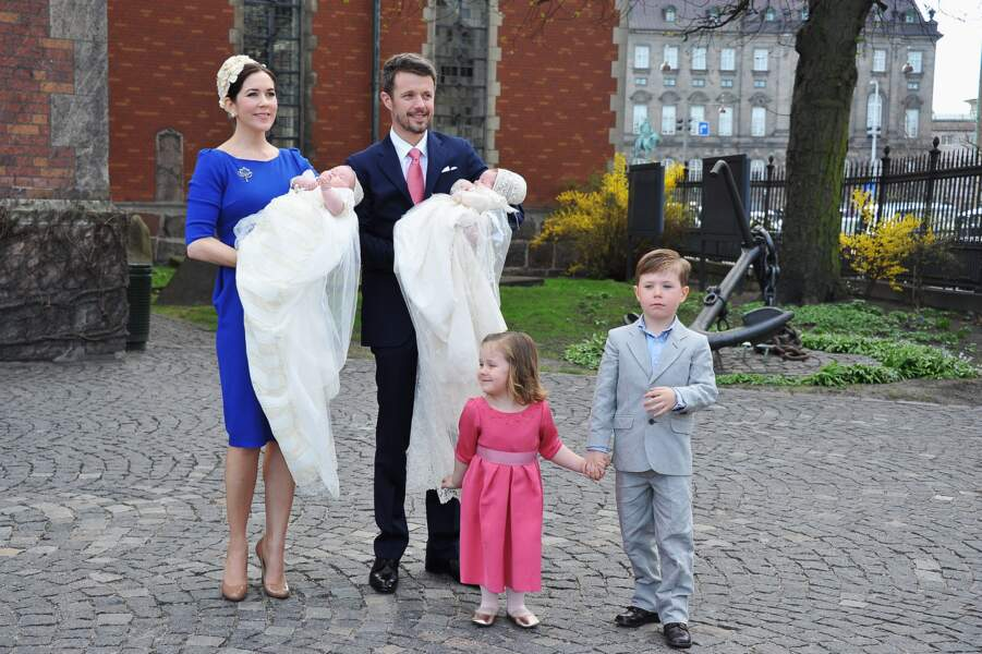 Frederik et Mary de Danemark avec leurs enfants Isabella, Christian, Vincent et Josephine le 14/04/11 à Copenhague