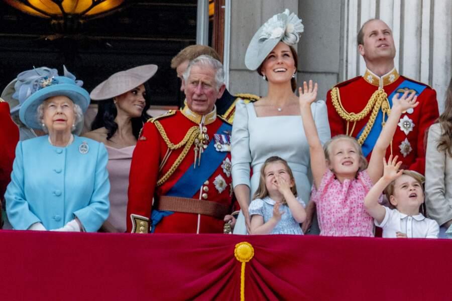 George, Savannah, Charlotte et la famille royale britannique