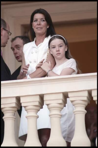 Alexandra de Hanovre aux côtés de sa mère Caroline au balcon du palais princier monégasque le 23 juin 2010