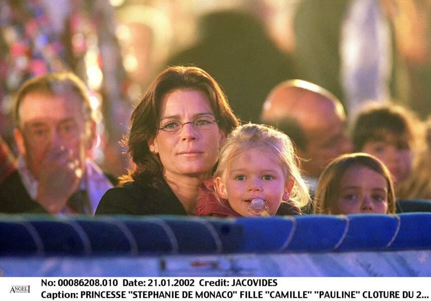 Stéphanie de Monaco et ses filles Camille et Pauline lors du festival du cirque à Monaco, le 21 janvier 2002