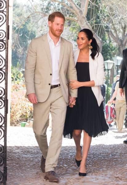 Harry et Meghan main dans le jardin andalou de Rabat, lors de leur voyage officiel au Maroc, le 25 février 2019.