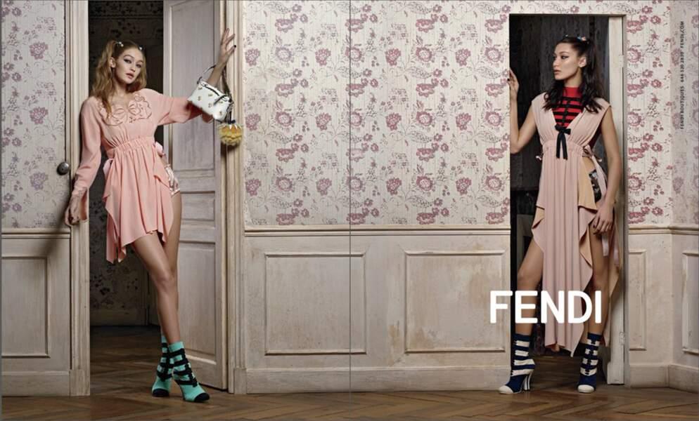 En 2017, Les soeurs Gigi et Bella Hadid se sont transformées en poupées pour Fendi.