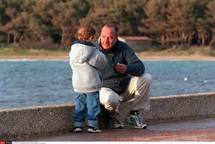 Jacques Chirac et son petit-fils Martin à Brégançon, en 2000