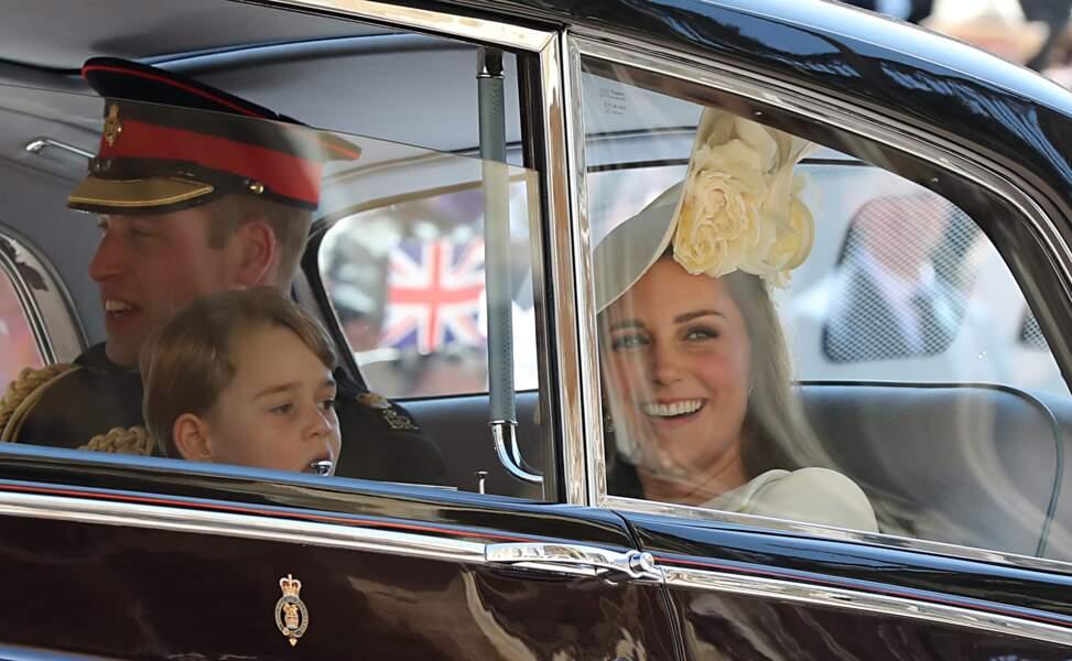 Le prince George entouré de ses parents, le prince William et Kate Middleton