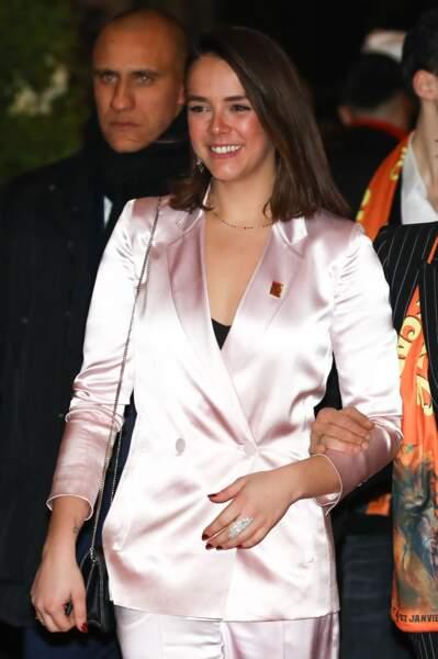 La jeune femme de 24 ans a attiré tous les regards avec son tailleur de soie rose