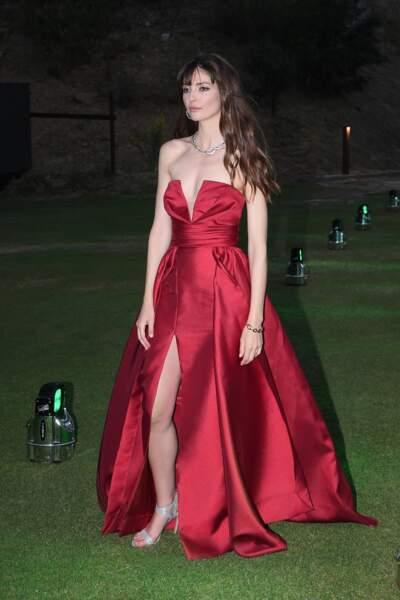 Annabelle Belmondo ravissante en robe bustier et fendue en Sardaigne, le 13 juin 2019.