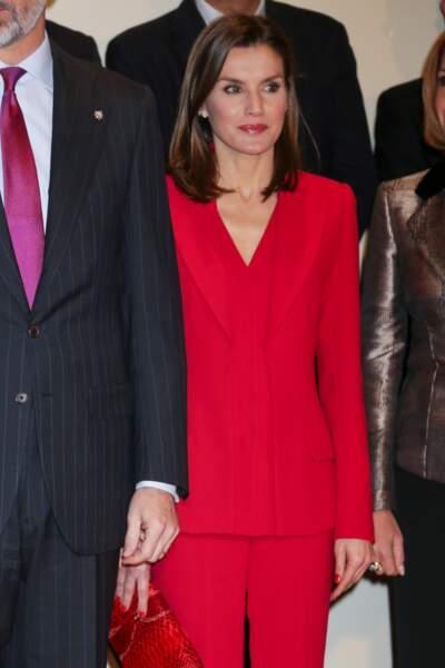 La reine Letizia d'Espagne en total look red de la tête aux pieds