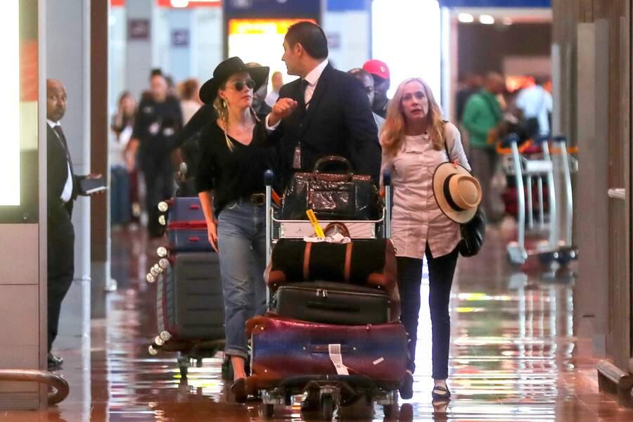 L'actrice était accompagnée de sa maman, Paige Parsons